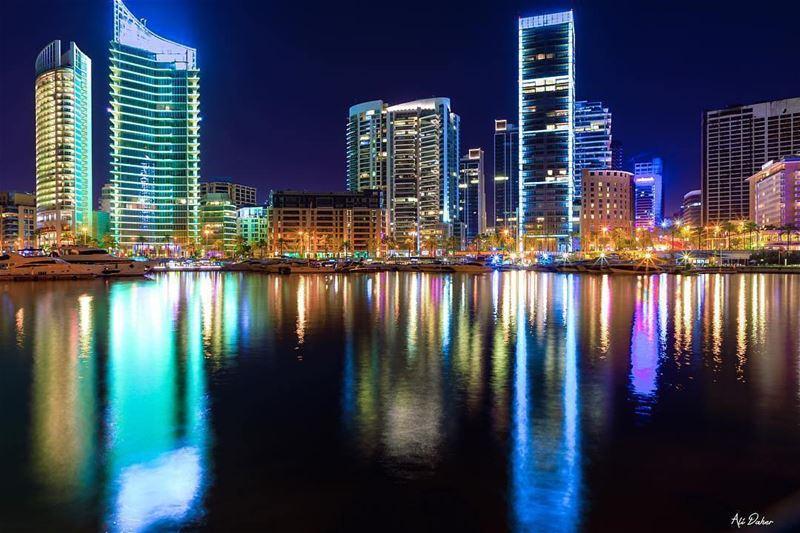 Beirute é uma metrópole localizada na costa do mar Mediterrâneo,... (Beirut, Lebanon)