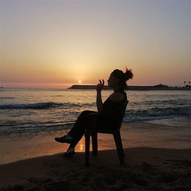 💛💙❤️وقت غروب الشمس (قاعد) على البحر بعيدعمال أحكيله وأشكيله وأشرح وأعيد (Lebanon)
