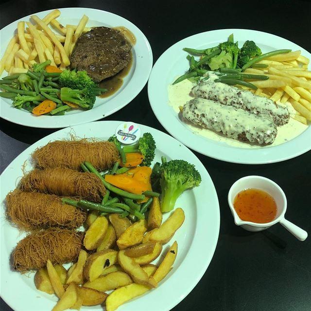 Steak, bajaxi and 3esmaliyeh Chicken 😍😍 always the best @makhlouf_wakim ... (Makhlouf Wakim - The Lake of Bnachii)