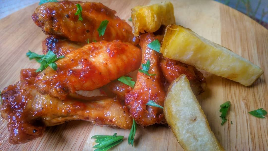 Chicken Wings anyone? Give us a call ☎️ 03 25 13 19, order online @onlivery (Em's cuisine)