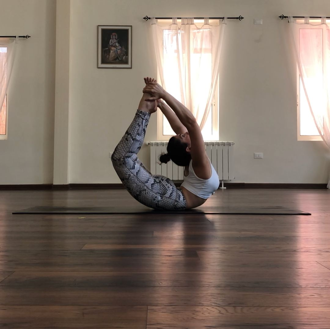 Full bow pose, great alternative to normal bow to deepen the stretch... (Sarvam Yoga)