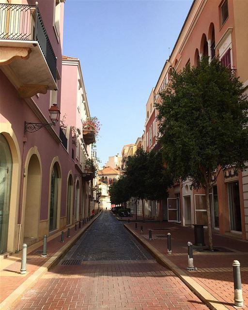 Beyrouth en Rose 🌸——————————— beirut beirutcity saifivillage ... (El Saifi, Beyrouth, Lebanon)