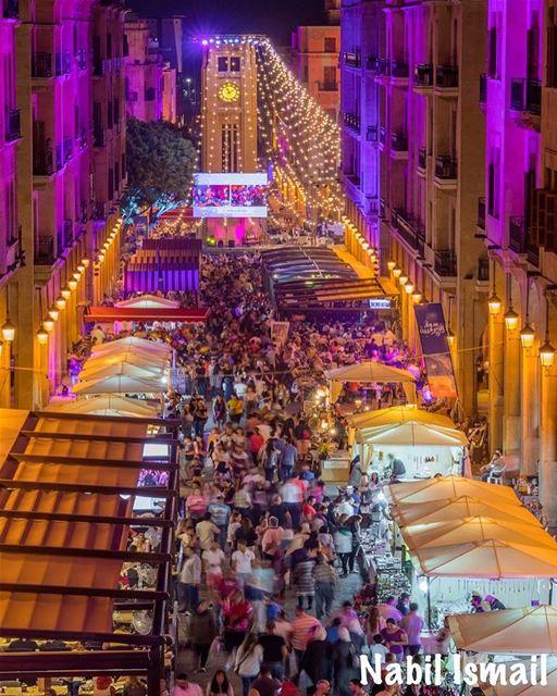 الناس بيلبقلها...قلب مدينة بتنبض بالحياة وبالفرح ومزينة بالألوان. وسط بيرو (Downtown Beirut)