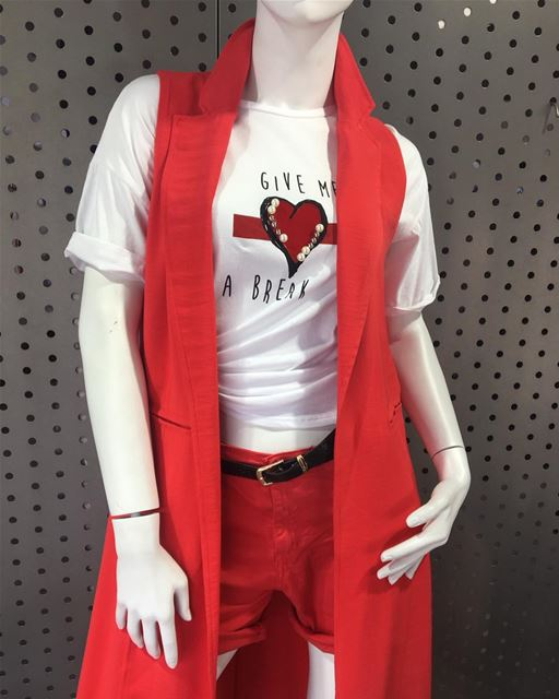 Wonderful combination outfit, long red vest with red shorts and a t-shirt... (Er Râbié, Mont-Liban, Lebanon)