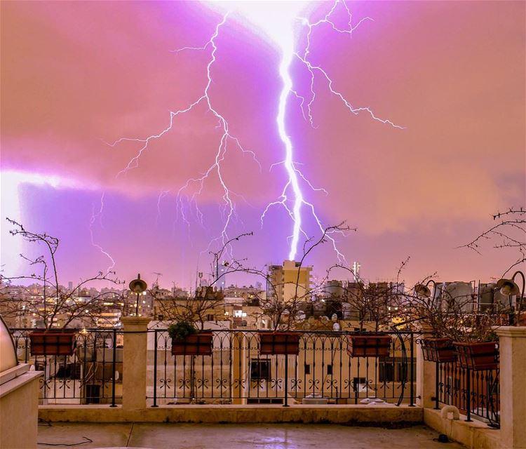 ⚡️⚡️⚡️......... lightning Beirut lebanon cityscape loves_lebanon... (Hâret Hraïk, Mont-Liban, Lebanon)