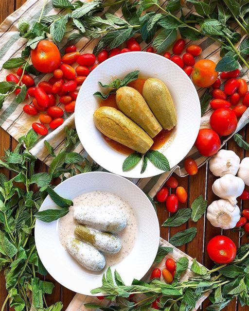 Coalhada ou molho de tomate? Foto de @jessica.moufarrej 🇱🇧 Yogurt or...