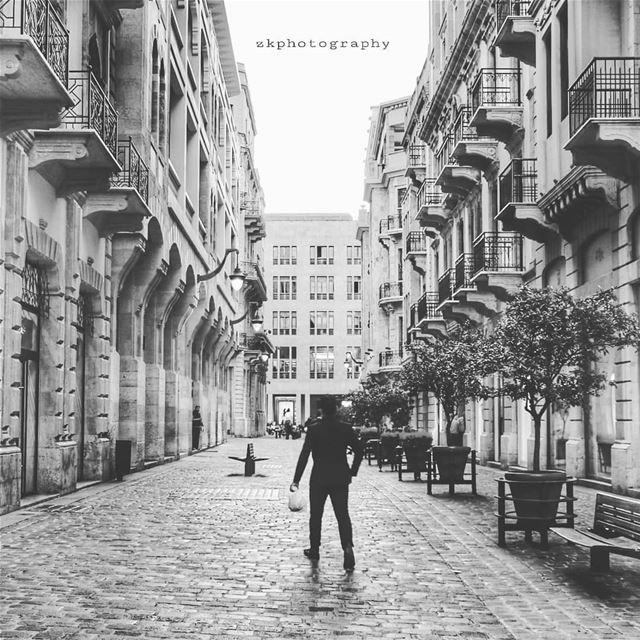 وما زال في الدرب دربٌ. وما زال في الدرب متّسعٌ للرحيلْسنرمي كثيراً من الور (Downtown Beirut)