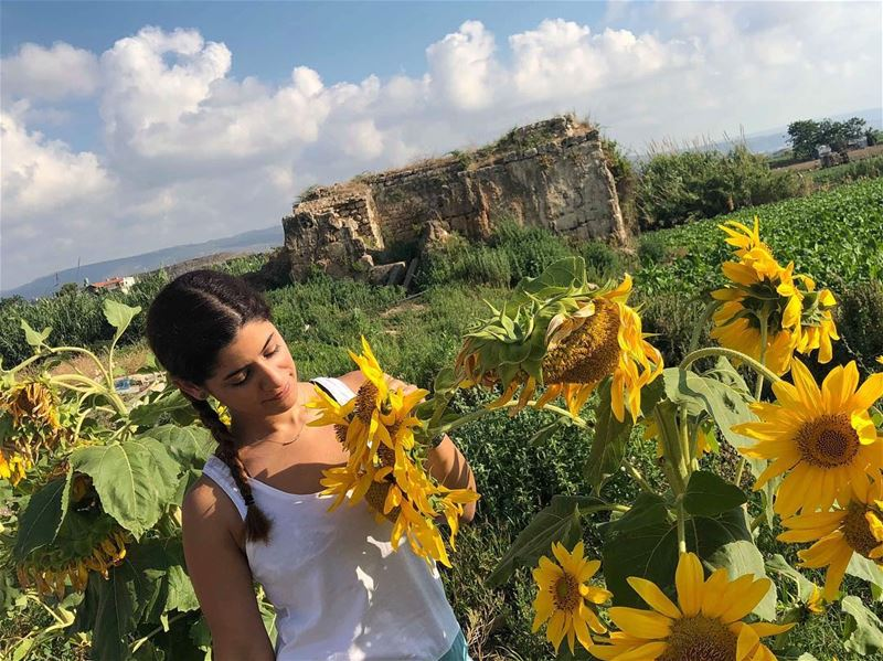 Trust this place and call it home:🌻♥️ sour 🇱🇧 southoflebanon ... (Tyre, Lebanon)
