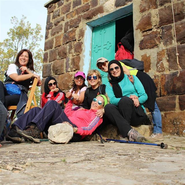 happytimes enjoythelittlethings positivevibes hikingadventures hikers... (Hadath El-Jubbah, Liban-Nord, Lebanon)