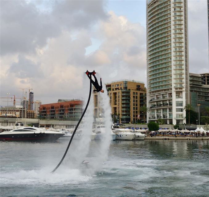 Insanity is the definition of FUN @lehnert.andreas  flyboard ... (Zaitunay Bay)