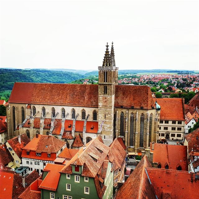 Des toitures rouges jusqu'à l'infini ❤🇧🇪🏠🏘Red roofs up to infinity... (Rothenburg.de)