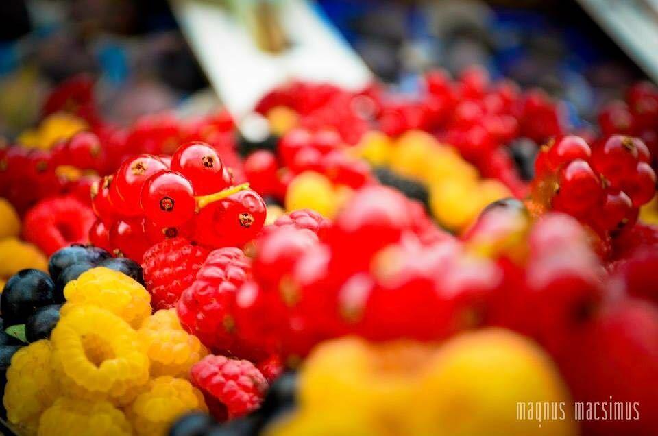Red and Yellow ... red yellow prague praha czechrepublic fruits ... (Prague, Czech Republic)