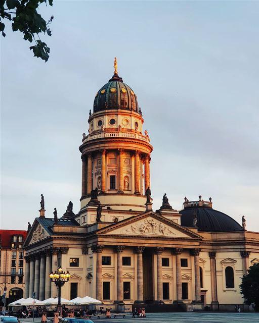 Ce monument témoigne d'une histoire prospère ...Berlin comme t'es belle... (Gendarmenmarkt Berlin)