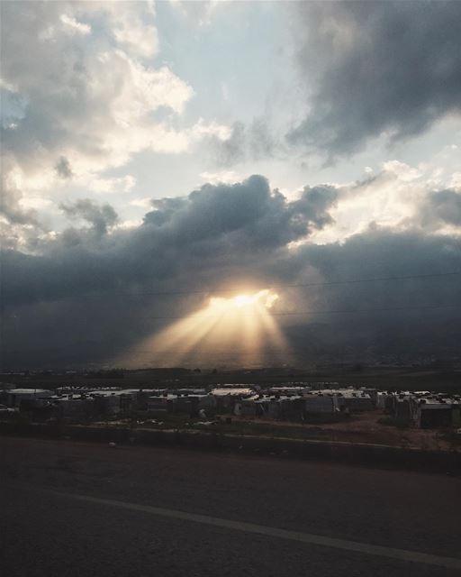 Gdzieś w Libanie lebanon refugees refugeecamp clouds tb ... (Bédnâyel, Béqaa, Lebanon)