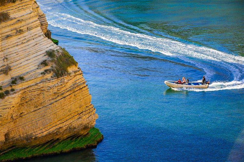 Il mare non ha paese nemmeno lui, ed è di tutti quelli che lo sanno... (Beirut, Lebanon)