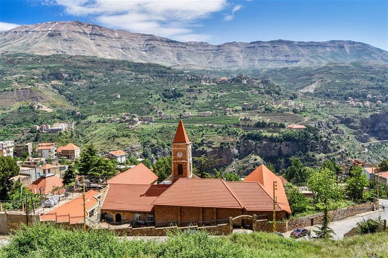 Good evening dear friends from Bcharre, Lebanon. Bcharre a beautiful... (Bcharreh, Liban-Nord, Lebanon)