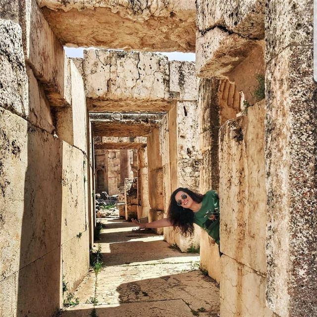 Там, где цветет душистый жасмин, где строили свои крепости отважные крестон (Baalbek , Roman Temple , Lebanon)