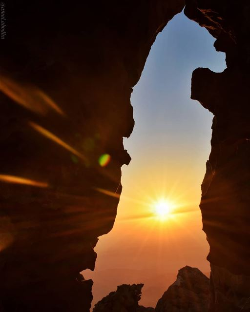 إذا أردت أن تشرق متل الشمس،، اولا عليك ان تحترق مثلها 👌 ... lebanon ... (Hasbayya, Al Janub, Lebanon)