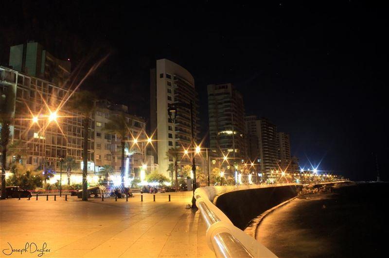 🌃إن الدنيا بعدك ليست تكفينا، يا بيروت... (Ain El Mreisse, Beyrouth, Lebanon)