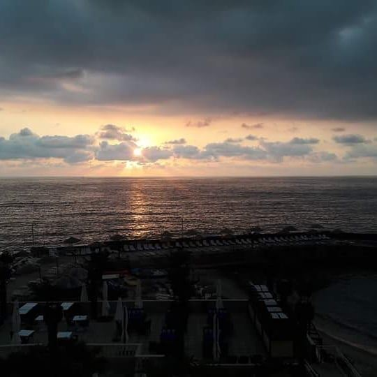 Beautiful Sunsets Need Cloudy Skies .... right ?! LamedinaHotel Jounieh ... (Joünié)