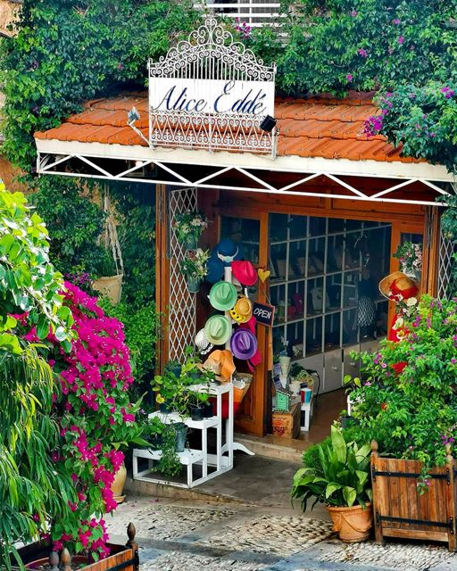 A beautiful and colorful store I met in the old streets of byblos jbeil 👒� (Byblos - Jbeil)
