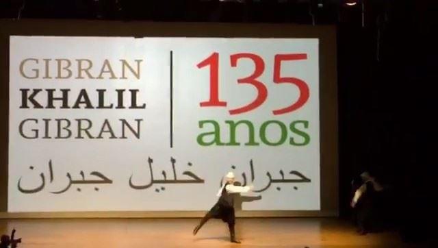 Dabke, dança folclórica libanesa, na celebração dos 135 anos do poeta... (Fiesp)
