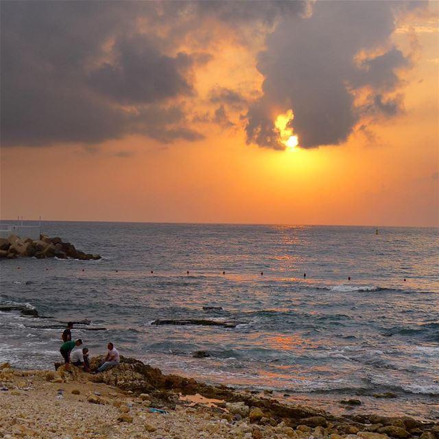 Ramadan 2018... the last sunset.. 🌞🌛🌙💫... Happy Eid.. beirut lebanon... (Ain El Mreisse, Beyrouth, Lebanon)