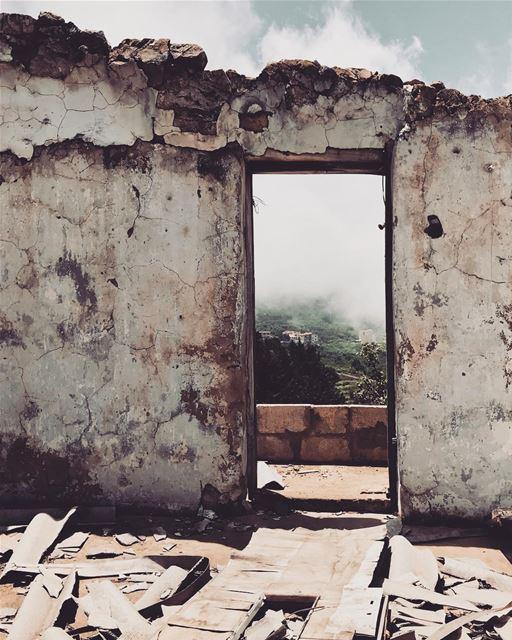 ehden lebanon🇱🇧 old oldhome door olddoor foto fotografia ... (Ehden, Lebanon)