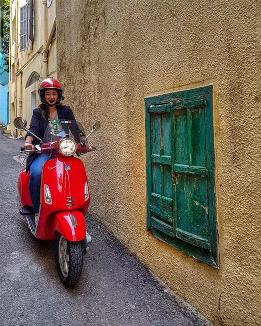 The Italian Job 🇮🇹 in the streets of Beirut 🇱🇧 (Mar Mikhael-Armenia The Street)