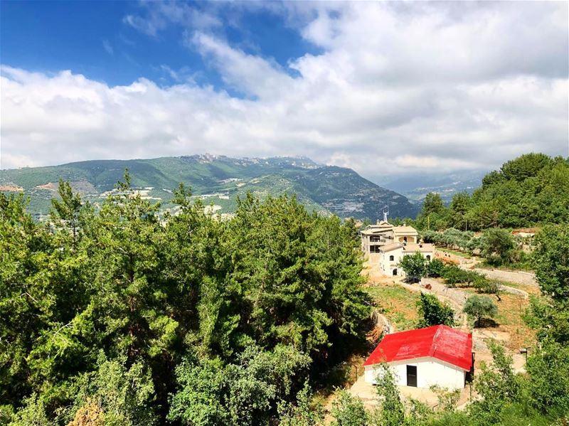 Have a nice Sunday!! snapshot••• lebanon lebanonspotlights ... (Zibdin, Mont-Liban, Lebanon)