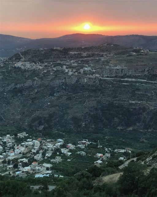 🌅 ......... sunset photography mountains visualsoflife chouf... (Chouf)
