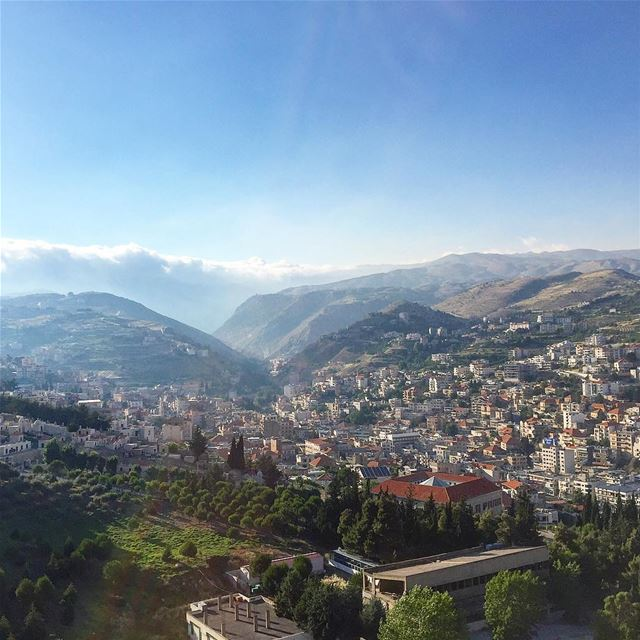منظر زحلاوي..💚🏡 livelovezahleh livelovebekaa —————————————————... (Zahlé, Lebanon)