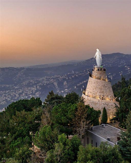 Have a blessed Sunday 💙... lebanon jounieh harissa ... (Harîssa, Mont-Liban, Lebanon)