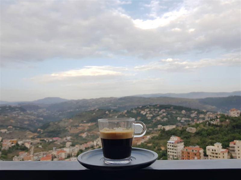 أنت مدينتي.......وأنت حكايتي وكل أشيائي...في عينك صباح آخر لي.... قهوة_الص