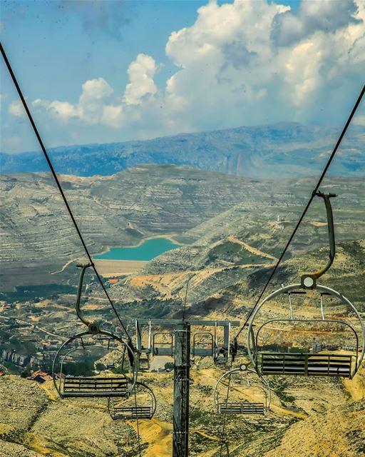 It's quite an experience to spend the night at El-Mzaar ski station, on... (Mzaar Kfardebian)