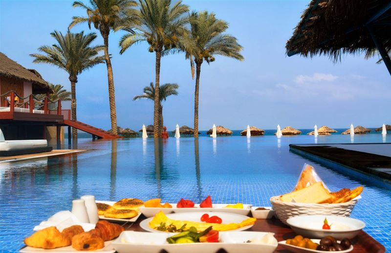 Breakfast with a sea view at Janna Sur Mer