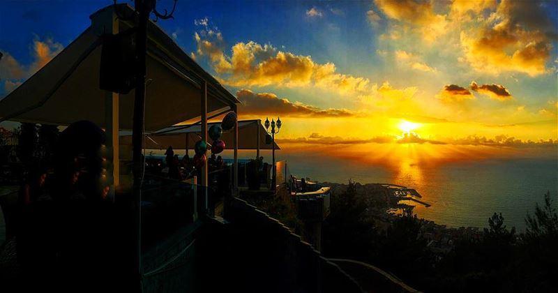 🔆 (The Terrace - Restaurant & Bar Lounge)