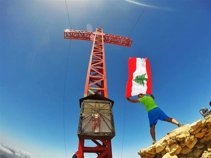 One People, One Nation, One Flag 🇱🇧Standing upon Sannine summit at... (Ghorfe L Faransiyeh)