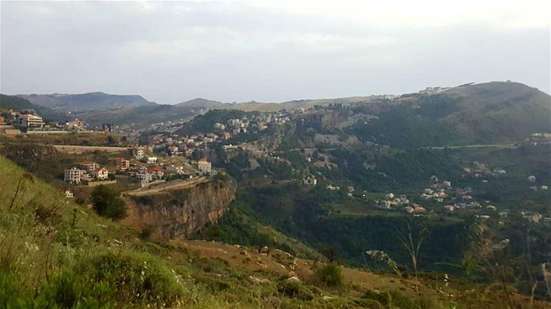 صمت جميل لإدراك المسير ... خواطري تصويري تأمل الطبيعة ذكريات عيد_الفط (Jezzîne, Al Janub, Lebanon)