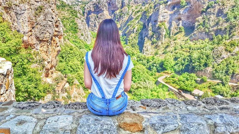 رفعتُ عينيّ إلى الجبال من حيثُ يأتي عوني... معونتي من عند الربّ صانعِ السما (Kadisha Valley)