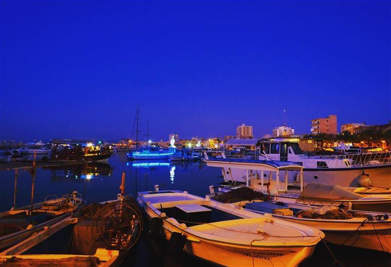 🇱🇧 T͙Y͙R͙E͙ H͙A͙R͙B͙O͙R͙ at the twilight•————————————•Fujifilm 📷©️All... (Tyre, Lebanon)