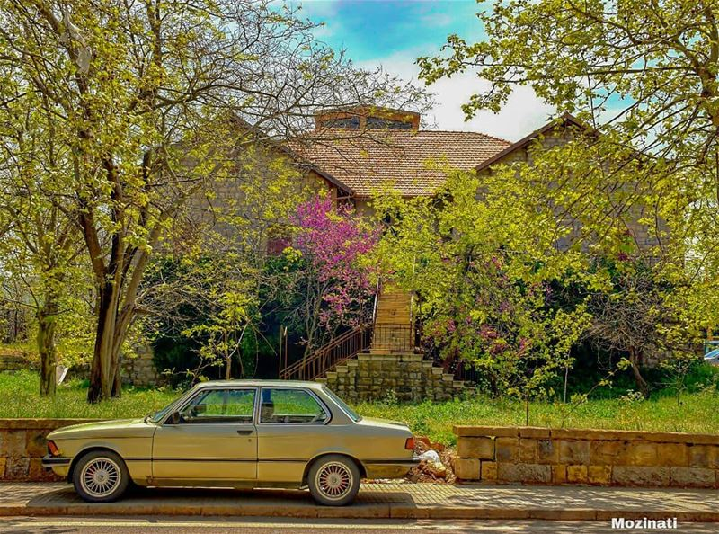 بيتو بآخر البيوت قدامو عليي بتوصل عالبيت وبتفوت وبتسلم الهديي ولو عنا قال (Sawfar, Mont-Liban, Lebanon)