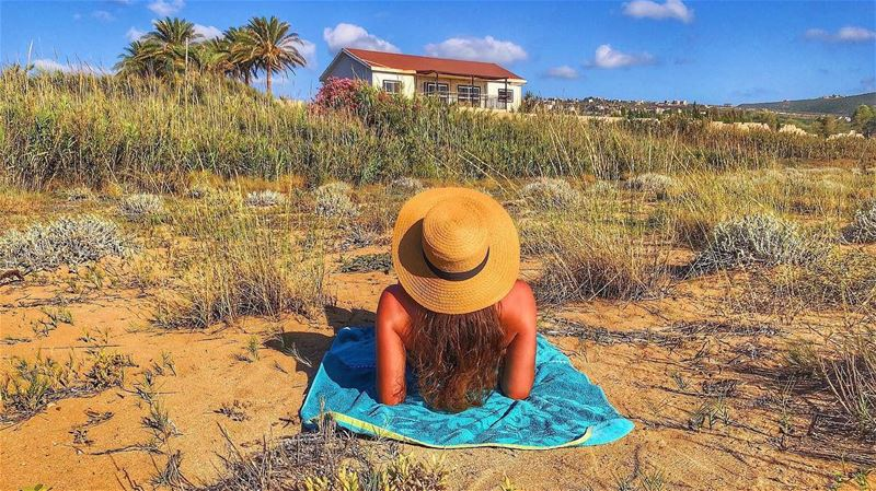 My dreams are made of sand and sun 👒☀️🏠🌾
