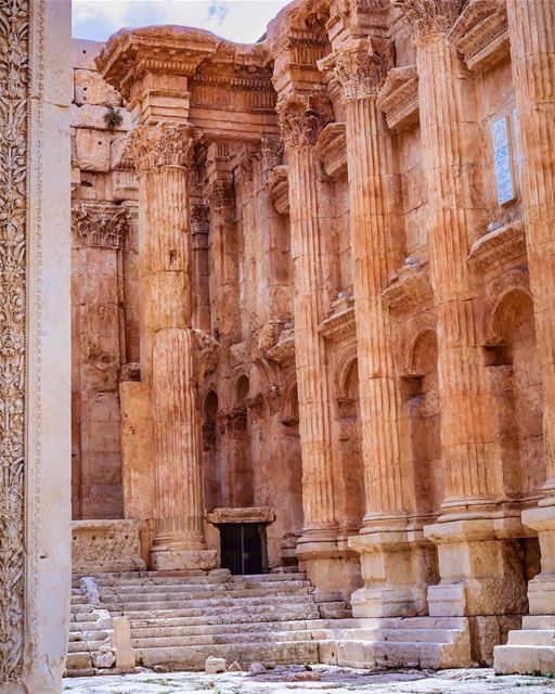 .🇱🇧 Baalbek's T͙E͙M͙P͙L͙E͙ O͙F͙ B͙A͙C͙C͙H͙U͙S͙ the most beautifully... (Baalbek , Roman Temple , Lebanon)