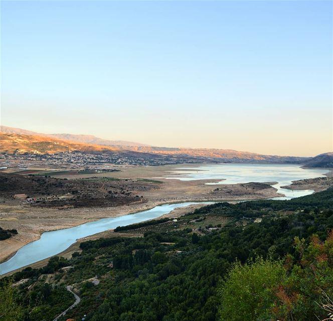 🇱🇧🇱🇧❤❤ roadtrip lake water sunset mountains mountainsoflebanon ... (Qaraaoun, Béqaa, Lebanon)