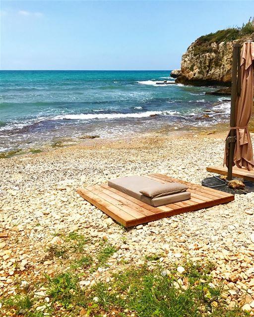Mon matelas et la mer ..this is all i need whatsuplebanon livelovebeirut... (Hâlâte, Mont-Liban, Lebanon)