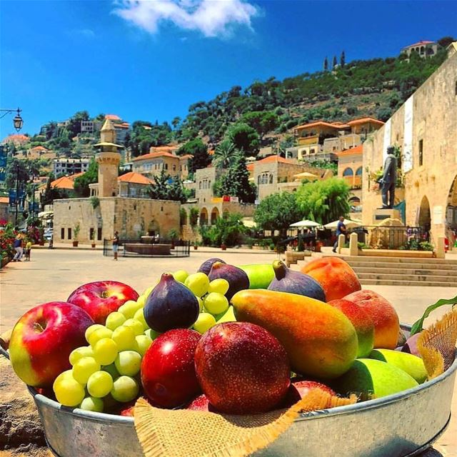 Sabah el kheir min Deir El Qamar ❤️🏡❤️ have a great Sunday Lebanon 🇱🇧... (Dayr Al Qamar, Mont-Liban, Lebanon)