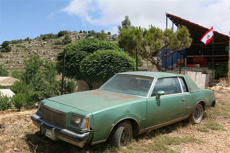 Somewhere in the mountains of Lebanon, I found this vintage car of... (Jezzîne, Al Janub, Lebanon)