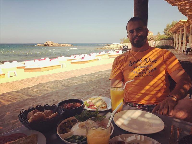 What is better than such a breakfast 🍳 🥐 🥓🧀🥒🍅!! Beside the beach of... (Eddésands Hotel & Wellness Resort)