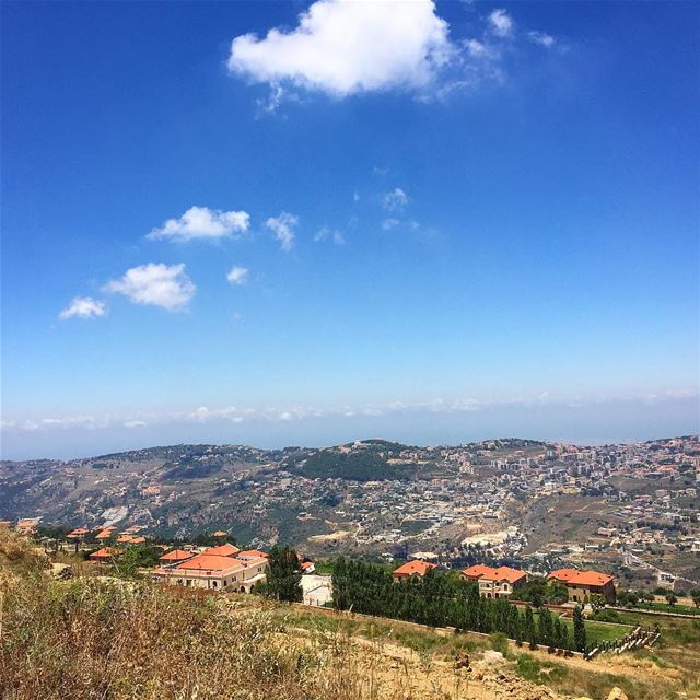 Enjoying the view..💙🏡 haveabeautifulsunday ————————————————— mountains... (Mount Lebanon Governorate)
